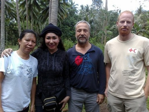 The kidnapped Red Cross Workers, from left: Mary Jean Lacaba, Eugenio Vagni and Andreas Notter with Sulu Vice-Governor.
