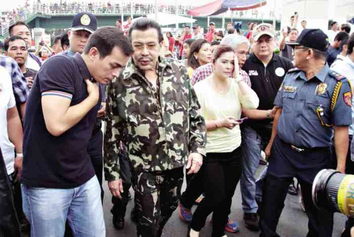 Siege of Manila. Mayor Joseph Estrada of Manila prepares to confront defiant bus operators.