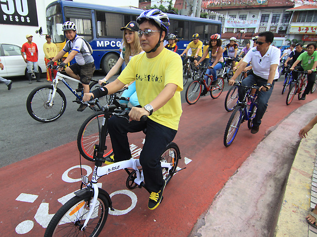 Francis Tolentino and the MMDA proudly opened the Metro Manila bike lane with a lot of fanfare.