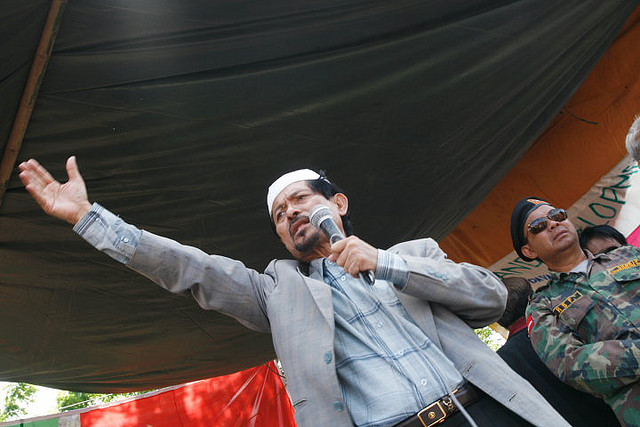 The demagogic Nur Misuari addresses a rally.