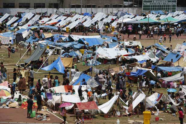 Evacuees make-do with makeshift tents as they wait for the conflict to end. Photo from www.borneopost.com