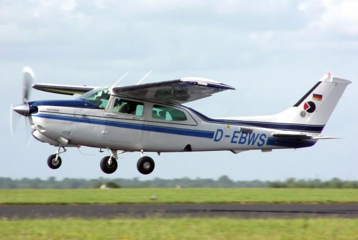 Cessna.210.centurion.d-ebws.arp